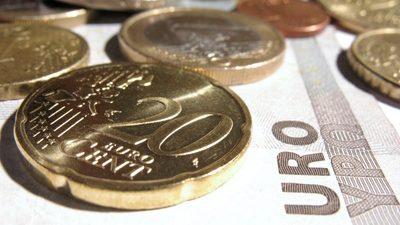 Geldschein und Geldstücke