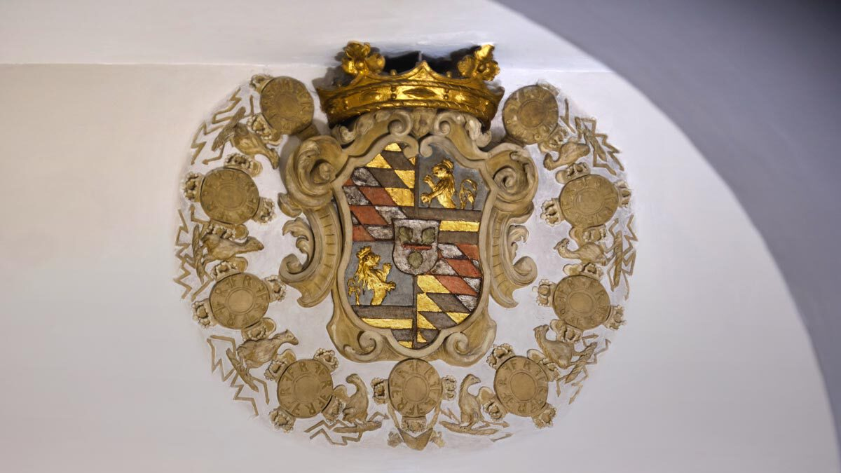 Kulturdenkmal Grafenbau, Ludwigsburg, Wand mit restauriertem Wappen