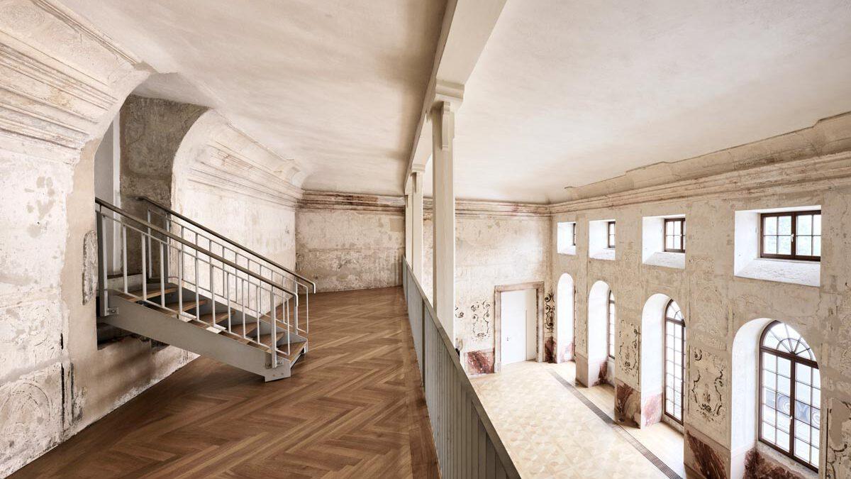 Kulturdenkmal Grafenbau, Ludwigsburg, Empore mit Blick in den großen Saal